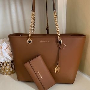 Micheal Kors large tote 👜 and matching wallet 🔥